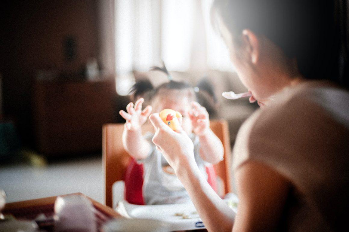 L'introduction des aliments solides chez les bébés