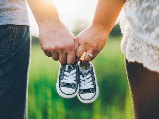 a quel age bébé marche ?